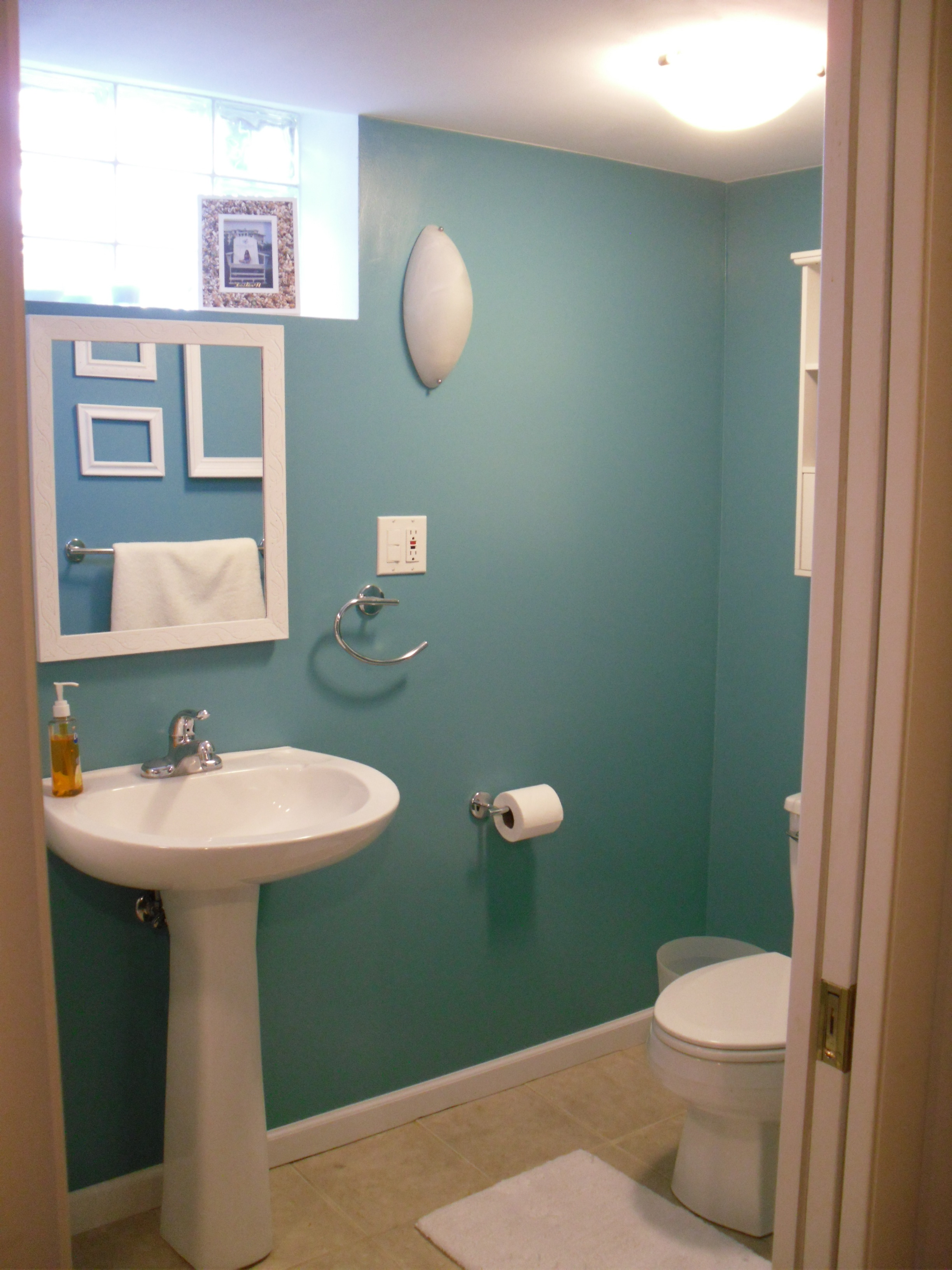 Redecorating meg 39 s moments for Redecorating a small bathroom