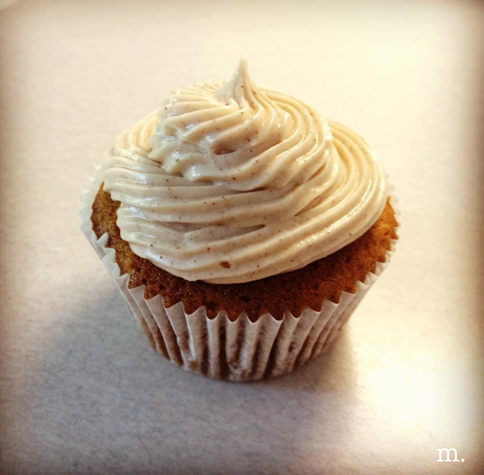 Carrot-Cake-Cupcake-with-Cinnamon-Cream-Cheese-Frosting